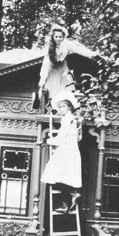 Olga and Tatiana....las hijas de Nicolas y Alexandra asesinadas en la Revolucion Rusa....