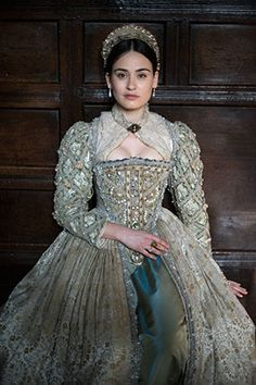 Gorgeous and tons of embellishments. Renaissance Mode, Renaissance Costume, Renaissance Dresses, Renaissance Fashion, Elizabethan Costume, Elizabethan Fashion, Tudor Fashion, 1500s Fashion, Elizabethan Era