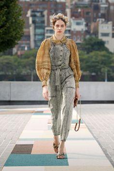Bold Fashion, New York Fashion, Runway Fashion, Fashion Beauty, Fashion Show, Fashion Trends, Dubai Fashion Week, New Yorker Mode, Edgy Look