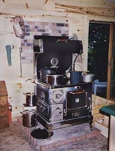 If you are thinking of going off grid or of buying a wood stove. Countryside magazine has a great article for how to cook on a wood stove. Survival Food, Homestead Survival, Survival Prepping, Survival Skills, Survival Supplies, Wood Burning Cook Stove, Wood Stove Cooking, Antique Stove, Rocket Stoves