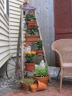 30 Beautiful Ladder Garden for Your Best Yard https://www.onechitecture.com/2018/03/13/30-beautiful-ladder-garden-for-your-best-yard/