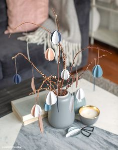 Dress up your Easter tree with these easy paper eggs. This project is inspired by the Scandinavian tradition of påskris. Easter Crafts, Crafts For Kids, Diy Crafts, Easter Table, Easter Eggs, Origami Table, Easter Tree Decorations, Kitchen Ornaments, Ideas Prácticas