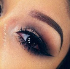 Perfect neutral smokey eye