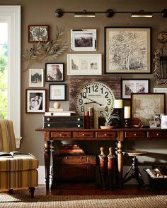 Un escritorio muy organizado, creo que es masculino.(vía robertbradleyphoto.com)