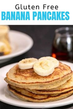 With all the right textures (fluffy inside, crisp on the edges), you won't even notice that these gluten free banana pancakes are healthy. The perfect hearty breakfast, too! Best Gluten Free Desserts, Gluten Free Pancakes, Gluten Free Recipes For Breakfast, Gluten Free Banana, Gluten Free Oats, Gluten Free Breakfasts, Foods With Gluten, Sans Gluten, Delicious Desserts