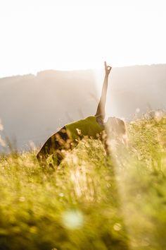 Kleine Tipps, wie du deine Yogapraxis ab sofort noch natürlicher und nachhaltiger gestalten kannst. Ab Sofort, Yoga, Healthy Lifestyle, Celestial, Mountains, Nature, Travel, Outdoor, Sustainability