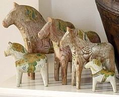 Dala horses Fjord Horse, Dremel Carving, Red Houses, Carved Wood Signs, Scandinavian Folk Art, Wooden Horse, Swedish Style, Wooden Shapes, Ceramic Animals