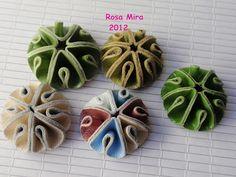 http://conperlasyaloloco.blogspot.com/2012/05/tutorial-para-anillos-bombon.html
