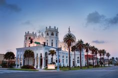 Sacred Heart Church, Galveston Galveston, Texas U. Beautiful Sites, Most Beautiful, Galveston Texas, Galveston Island, Church Pictures, Wedding Venues Texas, Cathedral Church, Church Architecture, Place Of Worship