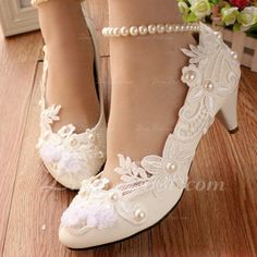 Women's Leatherette Low Heel Closed Toe Pumps With Imitation Pearl Stitching Lace Flower Lace-up Chain (047107049)