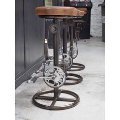 Leather stool with pedals and bicycle chain - Trend Industrial Furniture 2019 Industrial Stool, Vintage Industrial Furniture, Metal Furniture, Cool Furniture, Furniture Design, Luxury Furniture, Industrial Office, Furniture Online, House Furniture