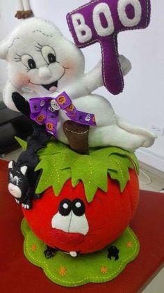 Halloween Cartoons, Dulceros Halloween, Moldes Halloween, Adornos Halloween, Manualidades Halloween, Halloween Season, Halloween Cards, Holidays Halloween, Halloween Decorations