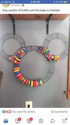 This is perfect for all of our old magic bands! MagicBand wreath - Disney - Walt Disney World - My Disney Experience Disney Diy Crafts, Disney Home Decor, Disney Souvenirs, Disney Trips, Walt Disney, Disney Vacations, Mickey Wreath, Disney Planning, Disney Ideas