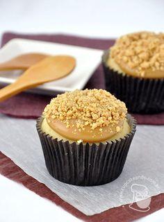 Cupcakeando » Arquivos » Cupcakes de paçoca Baking Cupcakes, Cupcake Recipes, Cupcake Cakes, Ice Cream Cookie Cake, Nutella, Yummy Treats, Yummy Food, American Desserts, Sweet Pie