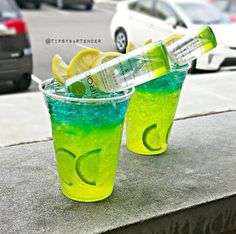 Electric Apple Lemonade Cocktail - For more delicious recipes and drinks, visit us here: www.tipsybartender.com