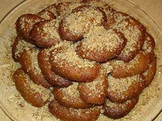 Υλικά 1 κιλό λάδι(μισό ελαιόλαδο,μισό σπορέλαιο) 2 κιλά αλεύρι για όλες τις χρήσεις 500γρ ζάχαρη 2 κ.σ ξύσμα πορτοκαλιού 250γρ...