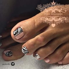 Nail art Christmas - the festive spirit on the nails. Over 70 creative ideas and tutorials - My Nails Simple Toe Nails, Pretty Toe Nails, Summer Toe Nails, Winter Nails, Spring Nails, Pedicure Designs, Pedicure Nail Art, Toe Nail Designs, Pedicure Ideas