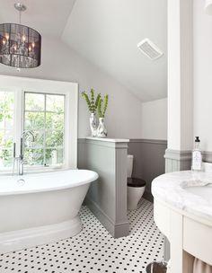 traditionelles Badezimmer von Cablik Enterprises - New Ideas traditional bathroom by Cablik Enterprises traditionelles Bad Grey Bathrooms, White Bathroom, Master Bathroom, Modern Bathroom, Bathroom Small, Basement Bathroom, Condo Bathroom, Neutral Bathroom, Attic Bathroom
