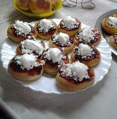 Kinder mliečny rez - rýchly a výborný koláčik bez múky! Czech Recipes, Carrot Cake, Creative Food, Doughnut, Sweet Recipes, Carrots, Sweet Tooth, Muffins, Cheesecake