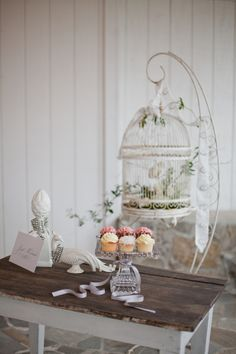44 Ideas Bird Cage Centerpiece Wedding Sweets For 2019 Bling Wedding, Crystal Wedding, Chic Wedding, Wedding Flowers, Chabby Chic, Shabby Chic Style, Wedding Sweets, Wedding Cupcakes, Wedding Centerpieces