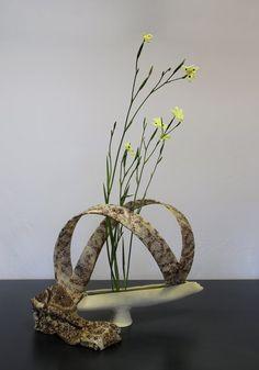 Recent Workshops - Sogetsu School of Ikebana, Victorian Branch Ikebana Flower Arrangement, Beautiful Flower Arrangements, Most Beautiful Flowers, Art Floral, Delicate, Victorian, Vase, Pure Products, School