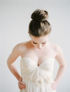 the perfect top knot Photography by Kali Lu Photo / kaliluphoto.com, Styling  and Floral Design by http://www.kaeandales.com/