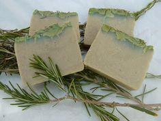 Como el romero me gusta tanto por sus múltiples propiedades, he hecho este jabón que ya no puede tener más romero :-) El aceite de oliva es...