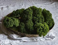Därför bör du äta mer grönkål:Grönkål är ett av våra mest näringsrika livsmedel. Här hittar du 5 recept med grönkål. Läs mer...