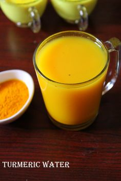 Turmeric water, a detoxifying drink that is highly beneficial if drunk early in the morning as it promotes weight loss as well as flushing out toxins. Easy Cabbage Soup, Turmeric Health Benefits, Tumeric Water Benefits, Tulsi Tea, Turmeric Drink, Ginger Water, Infused Water Recipes, Weight Loss Water, Indian Kitchen