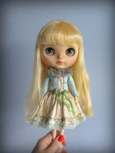 Put a spring in your step. A dress for Blythe