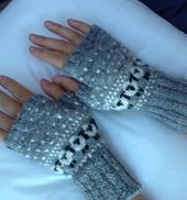 Ravelry: mqleang's Baa-ble mittens Knitted Mittens Pattern, Animal Knitting Patterns, Knit Mittens, Knitting Socks, Hand Knitting, Crochet Patterns, Fingerless Gloves Knitted, Knitted Hats, Knit Crochet