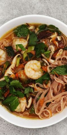 How to Make Rice Noodle Soup With Shrimp