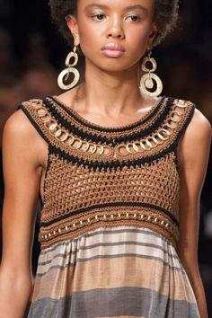Crochet Blusas Design Alberta Ferretti at Milan Fashion Week Spring 2016 - Crochet Yoke More - Blugirl at Milan Fashion Week Spring 2016 - Details Runway Photos Crochet Yoke, Crochet Fabric, Crochet Collar, Crochet Blouse, Crochet Hats, Elle Fashion, Fashion Women, Milan Fashion, Spring Fashion