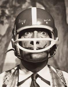 Fotó: Philippe Halsman: Portrait of Salvador Dalí with American football helmet, 1964 © 2013 Philippe Halsman Archive / Magnum Photos Salvador Dali, August Sander, Henri Cartier Bresson, Robert Doisneau, Man Ray, Magnum Photos, Photos Folles, André Kertesz, Philippe Halsman
