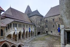 Castelul Corvinilor (Castelul Huniazilor) Homeland, Castles, Mansions, Palaces, House Styles, Gothic Castle, Mansion Houses, Manor Houses, Palace
