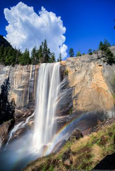 Breathtaking photo of the Vernal Falls and a rainbow in Yosemite Nation Park, USA