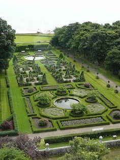 Gardens at Dunrobin castle Scotland. Gardens at Dunrobin castle Scotland. Formal Garden Design, Gardens Of The World, Scotland Castles, Highlands Scotland, Scotland Travel, Famous Castles, Formal Gardens, Parcs, Dream Garden