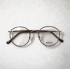 Moscot Zev - next frame! Glasses Frames Trendy, Cool Glasses, New Glasses, Cute Sunglasses, Sunglasses Women, Lens And Frames, Specs Frame, Fashion Eye Glasses, Optical Glasses