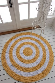virkattu matto Aurinkoraita 130cm Crochet Carpet, Knit Crochet, Fabric Rug, Rug Making, Doilies, Macrame, Crochet Patterns, Kids Rugs, Rag Rugs