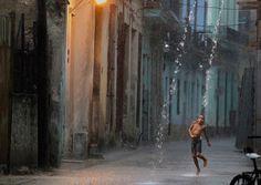 キューバの路地でダンス | ナショナル ジオグラフィック(NATIONAL GEOGRAPHIC) 日本版公式サイト