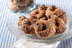 Amateur Cook Professional Eater - Greek recipes cooked again and again: Cookies with sesame, spices and ouzo Greek Sweets, Greek Desserts, Greek Recipes, Biscotti Cookies, Spice Cookies, Koulourakia Recipe, Greek Cookies, Sesame Cookies, Greek Pastries