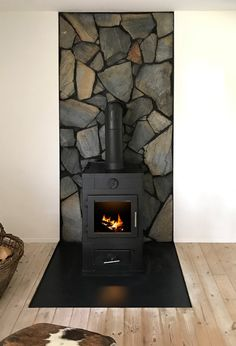 Wood Stove Surround, Wood Stove Hearth, Wood Burner, Home Fireplace, Fireplace Design, Wood Stove Decor, Wood Burning Stove Corner, Wood Stove Installation, Cabin Style Homes