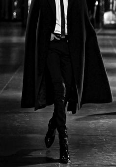 Image about fashion in mode by tia borg on we heart it Male Clothes, Black Clothes, Look Fashion, Womens Fashion, Look Man, Poses References, Saint Laurent Paris, The Villain, Mafia