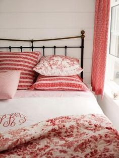 Red-and-White | http://bedroom-gallery2.blogspot.com