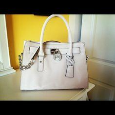 Micheal kors summer purse <3
