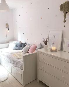 2 DIY nórdicos para hacer con pintura en spray pintar sillas o maceteros efecto cemento? Daybed Room, Ikea Daybed, Girl Bedroom Designs, Aesthetic Bedroom, Dream Rooms, My New Room, Room Decor Bedroom, Girl Room, Room Inspiration