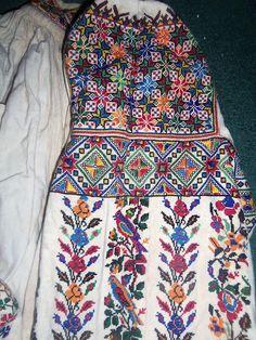 FolkCostume&Embroidery: The costume of the village of Serafyntsi, Horodenka district, Pokuttia, Ukraine Embroidery Patterns, Cross Stitch Patterns, Ukrainian Art, Vera Bradley Backpack, Blackwork, Weaving, Beaded Bracelets, Costumes, Womens Fashion