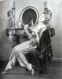 Silent film actress Thalia Barbarova, c. vintage everyday: Beautiful Fashion of the Glamour Vintage, Vintage Beauty, 1920s Glamour, Vintage Vogue, Retro Mode, Mode Vintage, Vintage Ladies, Retro Vintage, Vintage Vanity
