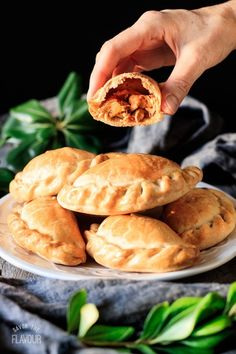 Argentinian-Style Baked Chicken Empanadas: this easy recipe for baked chicken empanadas will show you how to make savory hand pies that the whole family will love. Your kids will enjoy this delicious South American comfort food at lunch or dinner. Vegan Quesadilla, Chicken Tikka Masala Rezept, Chicken Empanadas, Savory Empanadas Recipe, Baked Empanadas, Chicken Chorizo, Argentina Food, Kids Cooking Recipes, Argentine
