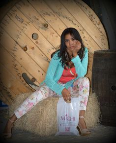 Michi presenta su nueva colección fiesta floral en Su Mañana de Canal 9,   Visítenos en la Guacima . Tel 24380084